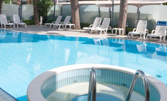 Hotel Adriatica 3 stelle con piscina