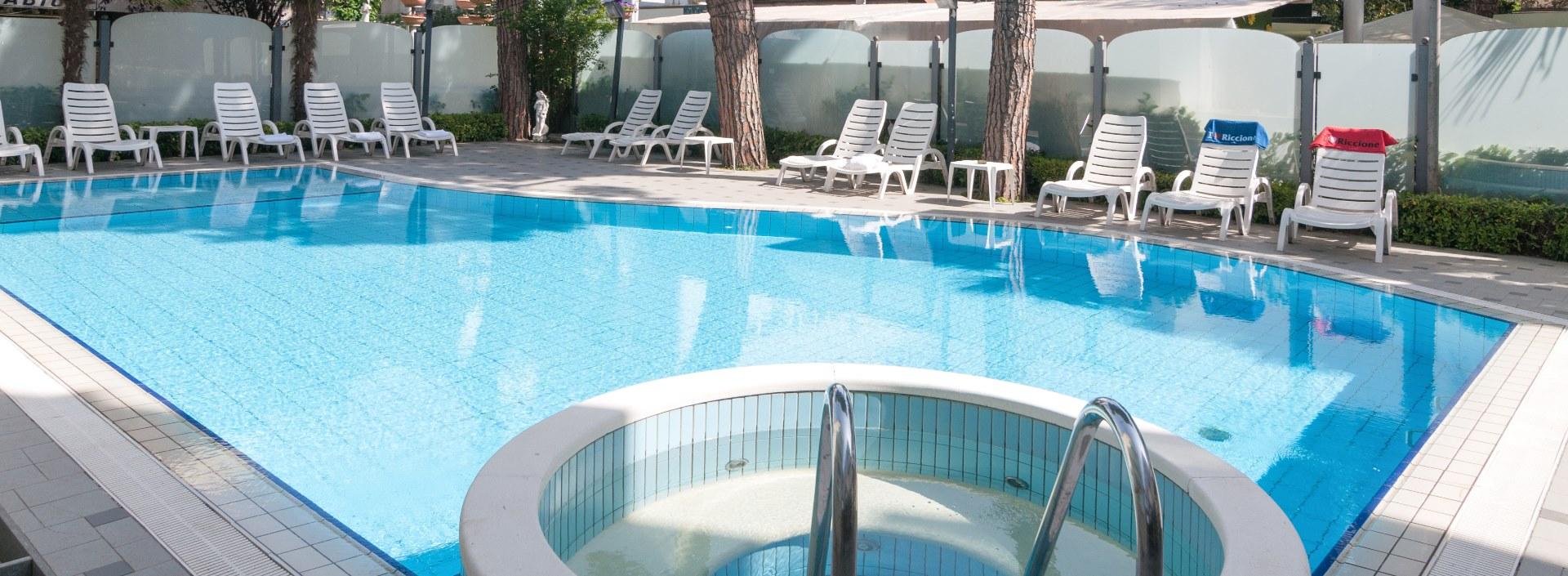 Offerte fine agosto 2017 riccione hotel con piscina e - Hotel con piscina a riccione ...