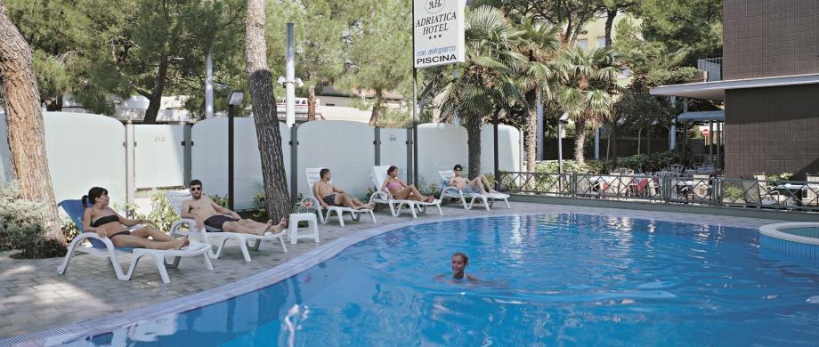 Adriatica hotel riccione 3 stelle con piscina vicino viale - Hotel con piscina a riccione ...