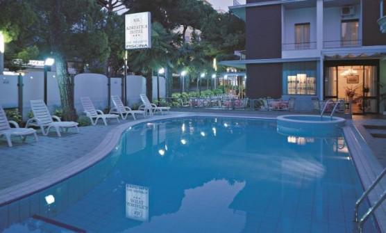 Hotel con piscina e idromassaggio a riccione hotel adriatica - Hotel con piscina a riccione ...